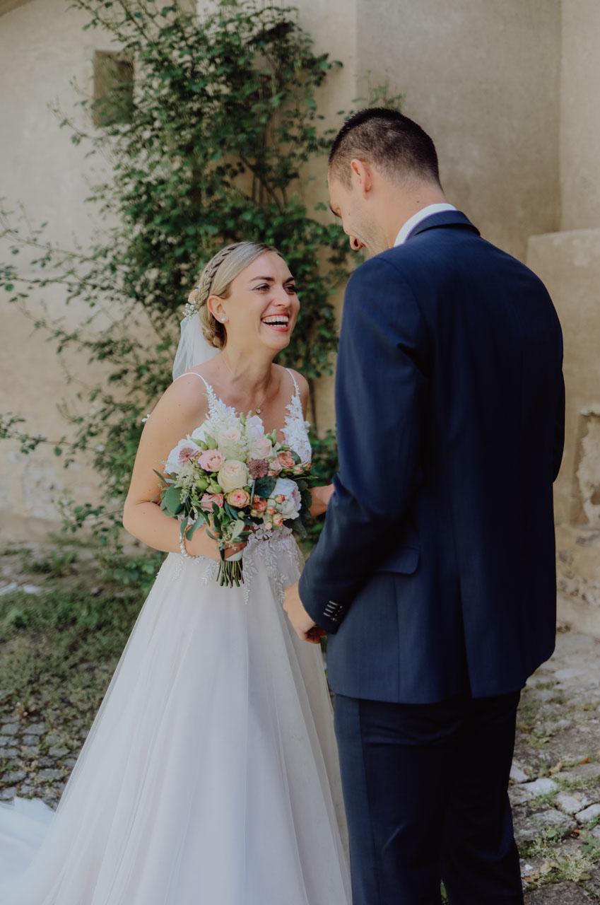 Braut weint vor Freude