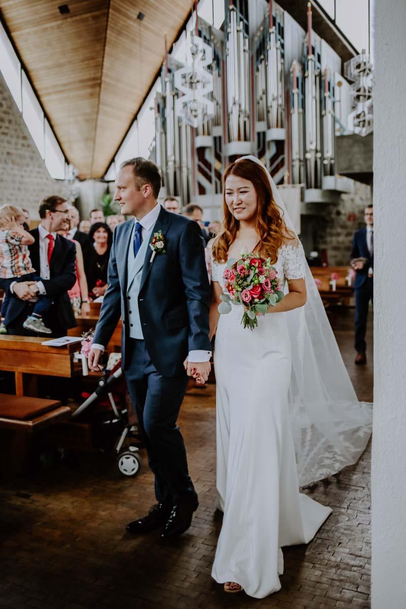 Einzug des Brautpaars in die Kirche