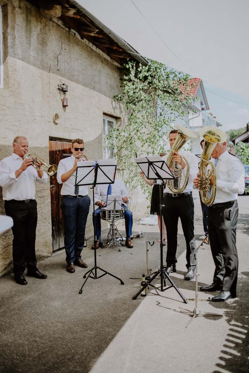 Musiker spielen Trompete