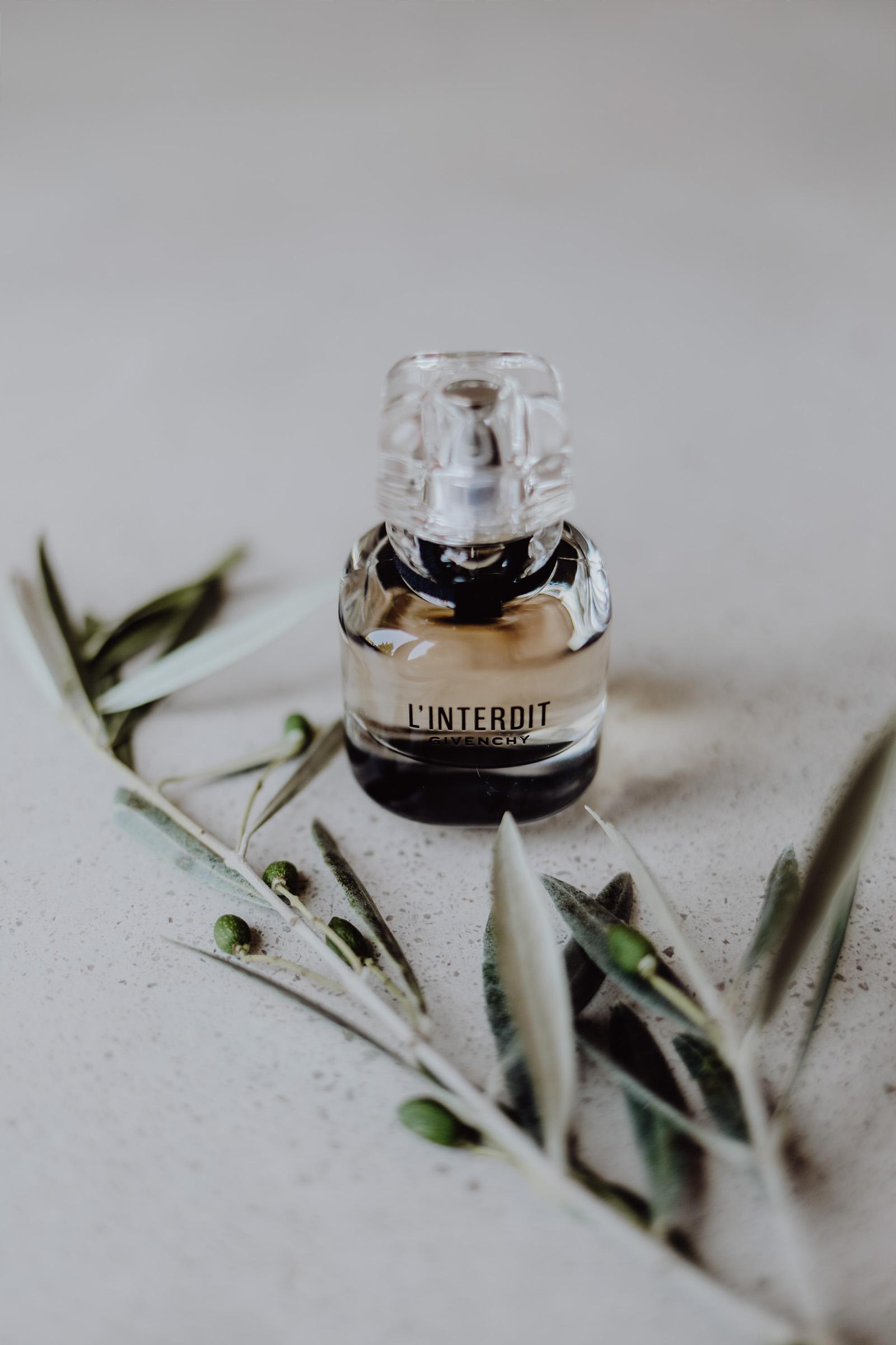 Parfum und Olivenzweig