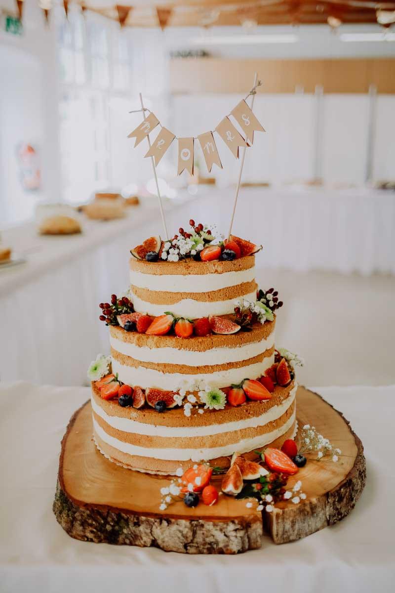 Hochzeitstorte mit Fähnchen
