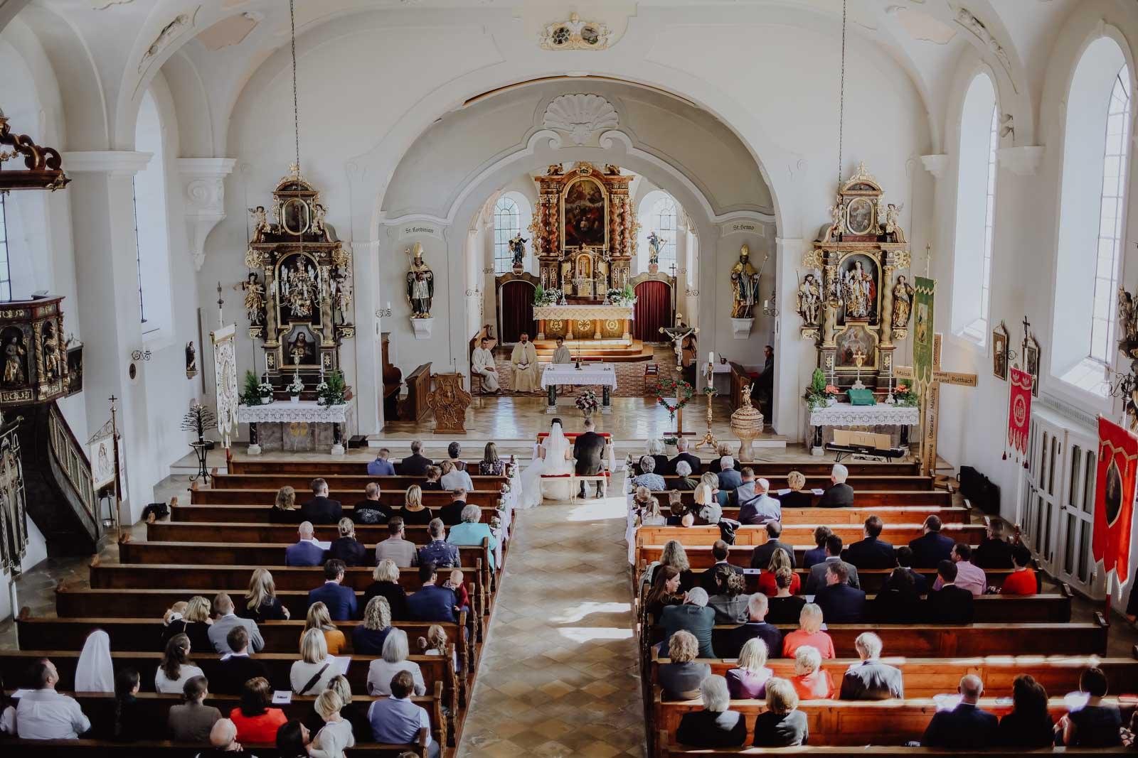 Kirche mit Altar