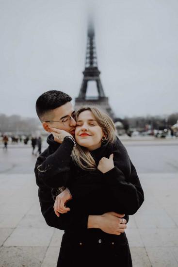 Pärchen vor Eiffelturm