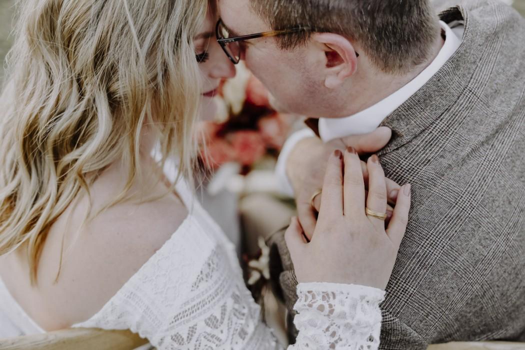 Brautpaar mit Hände und Ringe