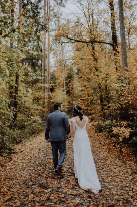 Mann und Frau im Wald